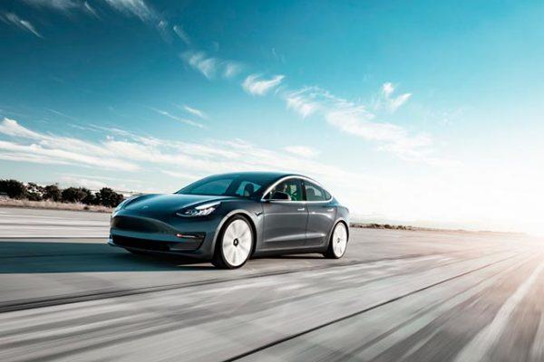 Tesla Model 3 попал в Топ-10 автомобилей 2020 года